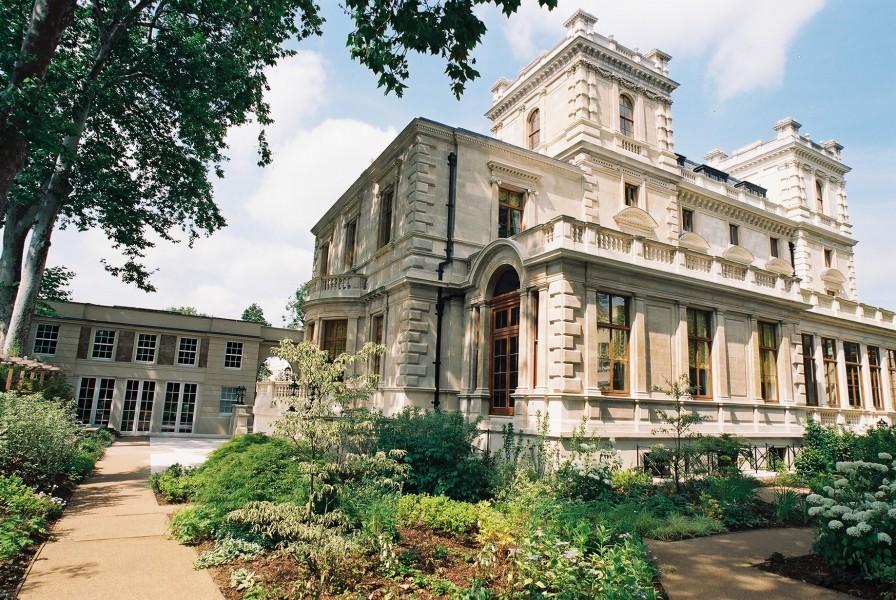 Nasser David Khalili Nour Palace Kensington Palace Gardens